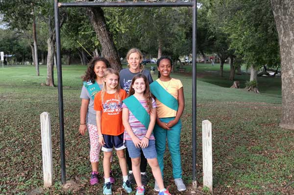 Marble Falls Girl Scouts Cleaning Up