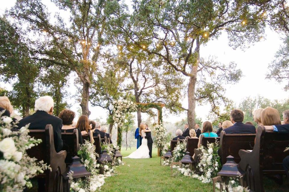 5 Types Of Outdoor Hill Country Wedding Venues